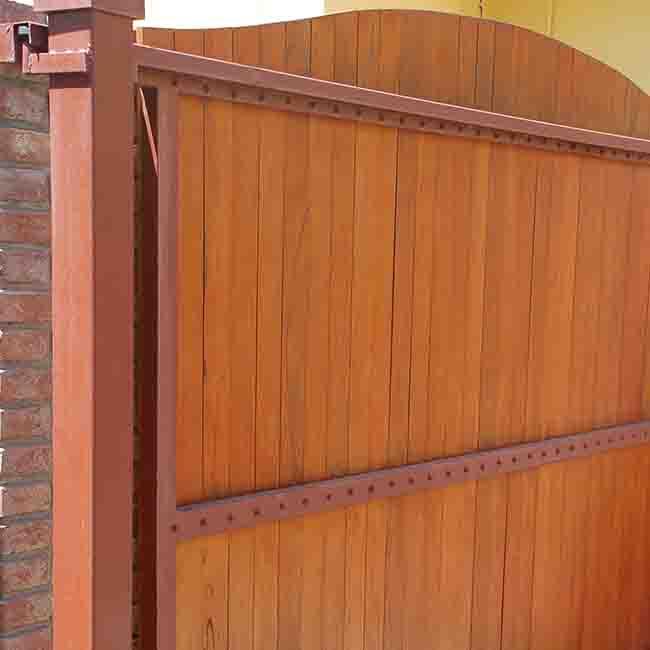 Chiavarini ventas de aberturas en aluminio y madera - Portones de madera para exterior ...