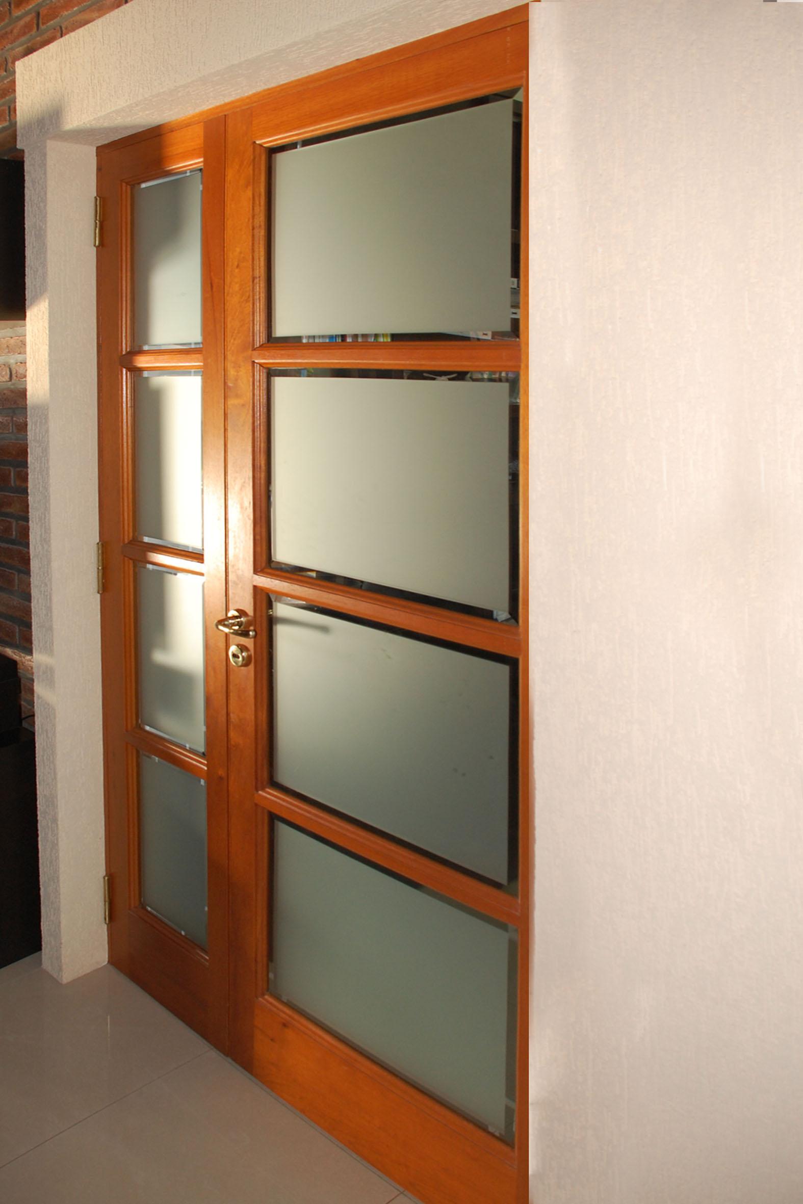 Chiavarini ventas de aberturas en aluminio y madera for Puertas con vidrio y madera